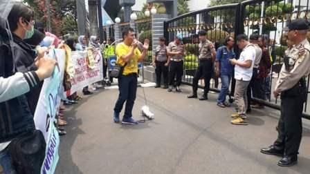 Demo Gerakan Bela Korban Pinjaman Online Desak Kemenkeu Bubarkan